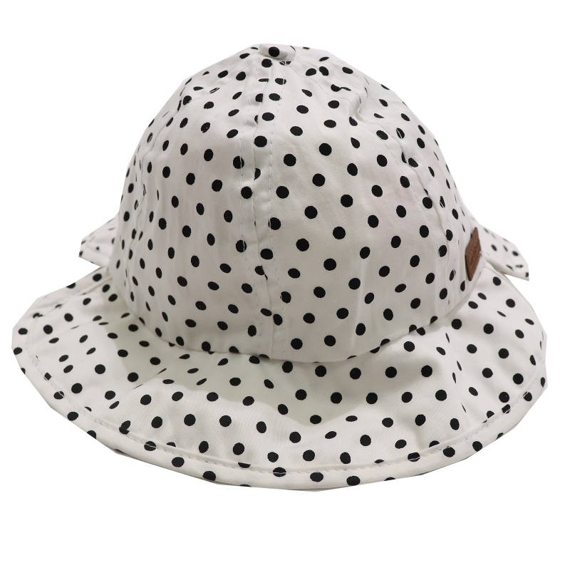 Pălăriuță albă cu buline negre